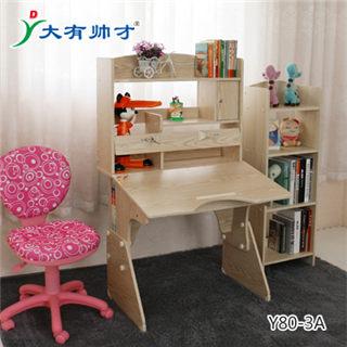 小孩写字课桌