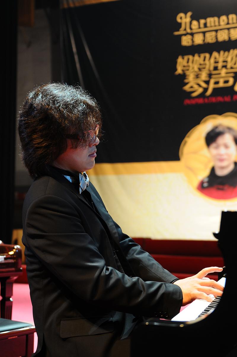 2010年8月主办吴纯钢琴独奏音乐会.JPG