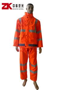 橘红色雨衣