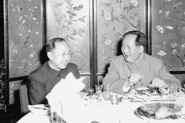 1956年2月钱学森向中央提出《建立中国国防航空工业的意见》