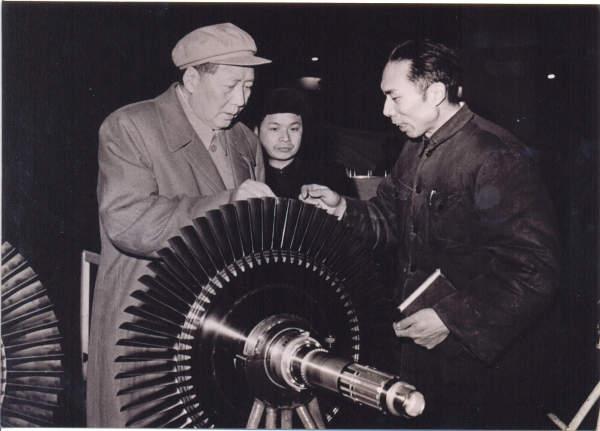 1958年,毛主席视察沈阳航空发动机厂