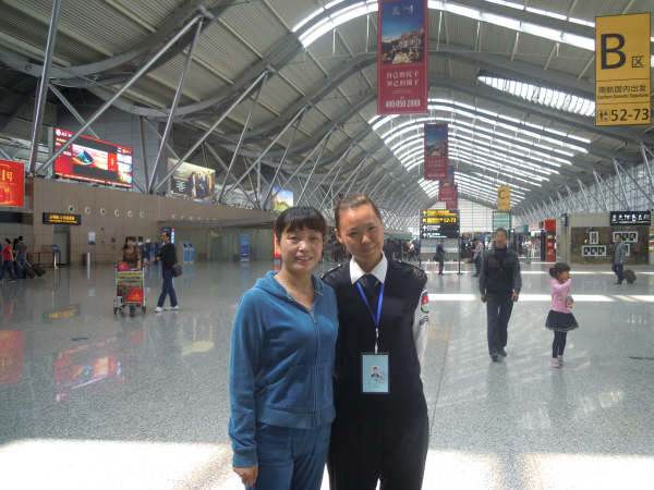 王亚君,郑州国际机场安检员