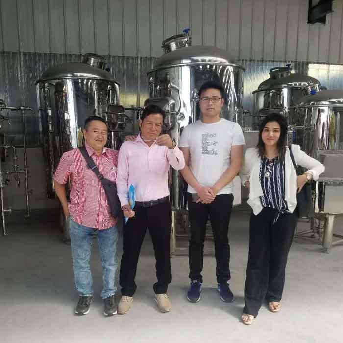 印度孟买客户来公司洽谈采购精酿啤酒设备