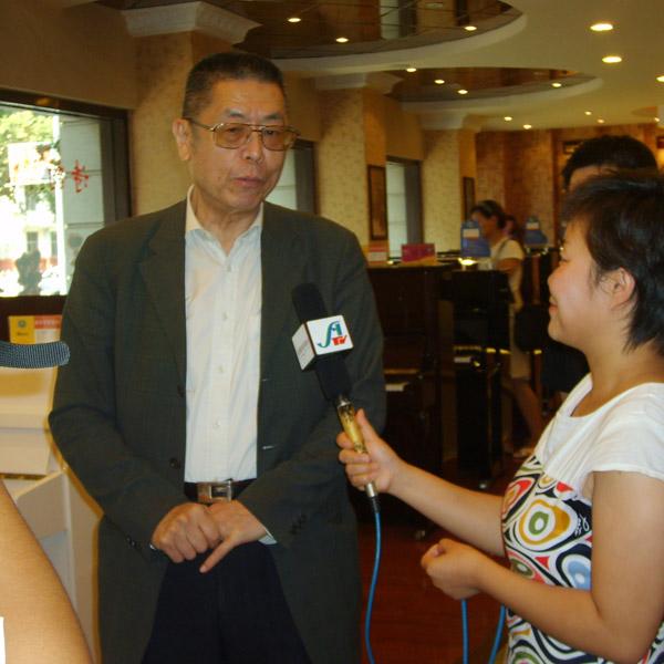 国际******钢琴大师刘诗昆于2009年8月莅临指导