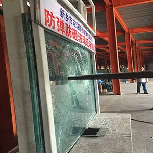 防冲击玻璃