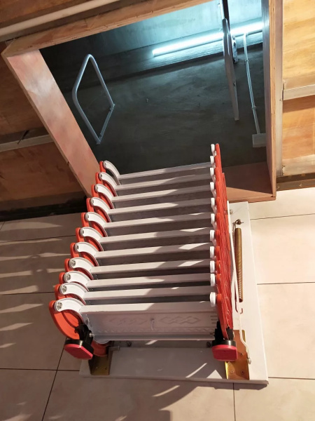 壁掛款伸縮樓梯