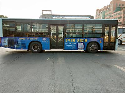 中巴车广告