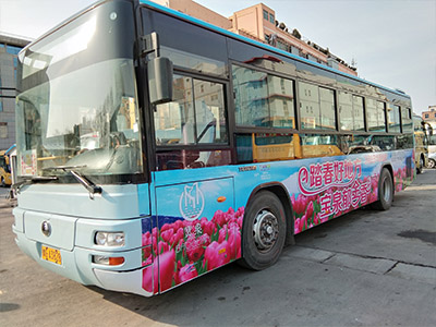 大巴车体广告