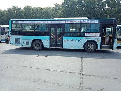 公交车单侧条幅广告