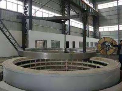 Well type heat treatment furnace