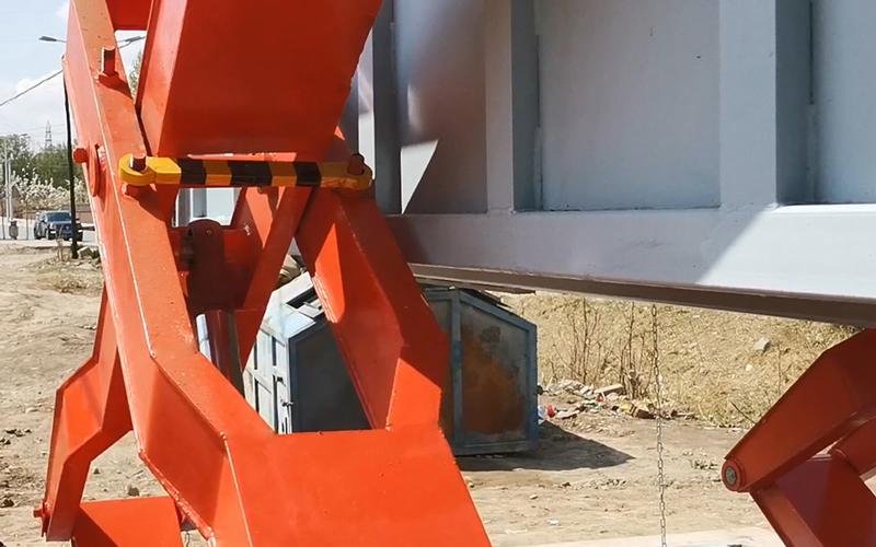 地埋式垃圾压缩设备举升机构的两种举升方式